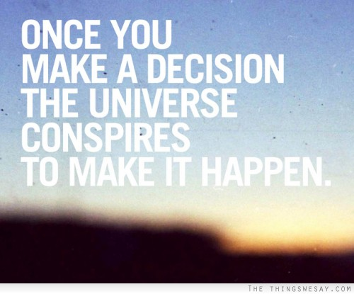 """credit: www.thethingswesay.com """"Una vez que has tomado una decisión, el universo conspira para que ocurra."""" ~Ralph Waldo Emerson"""